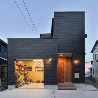 インダストリアルスタイルのおしゃれな家の外観 (黒い外壁) の写真