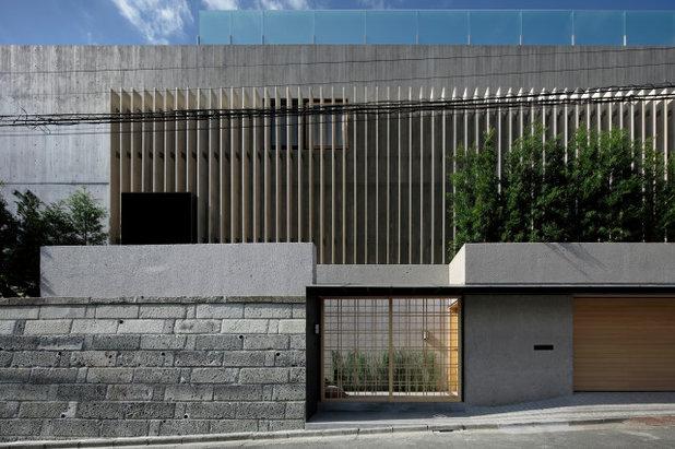 和室・和風 家の外観 by CUBO design architect