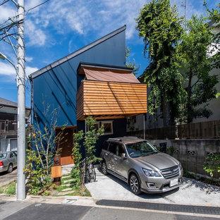 横浜のアジアンスタイルのおしゃれな陸屋根の家 (青い外壁) の写真