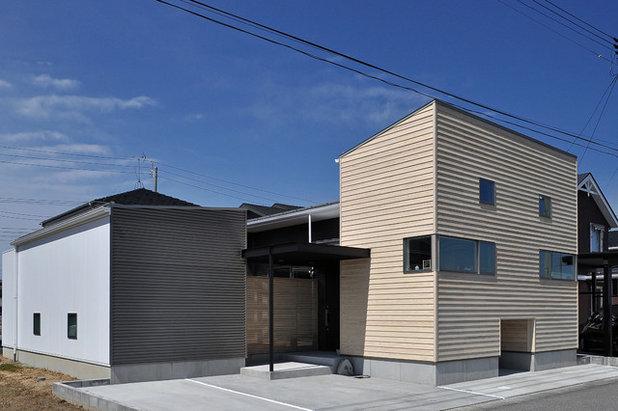 モダン 家の外観 by タムラ設計