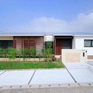 他の地域のモダンスタイルのおしゃれな白い家 (戸建) の写真