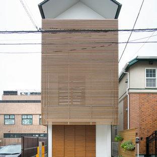 東京23区の小さいアジアンスタイルのおしゃれな家の外観 (漆喰サイディング) の写真