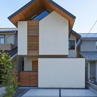 京都のアジアンスタイルのおしゃれな一戸建ての家 (ベージュの外壁) の写真