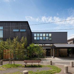 横浜のモダンスタイルのおしゃれな家の外観の写真