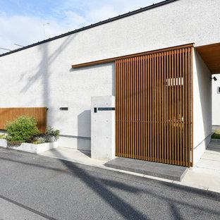 他の地域のアジアンスタイルのおしゃれな家の外観 (コの字型) の写真