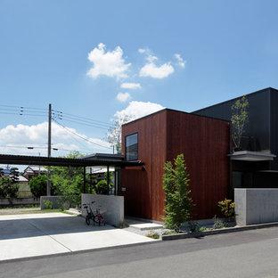 他の地域のコンテンポラリースタイルのおしゃれな陸屋根 (マルチカラーの外壁) の写真