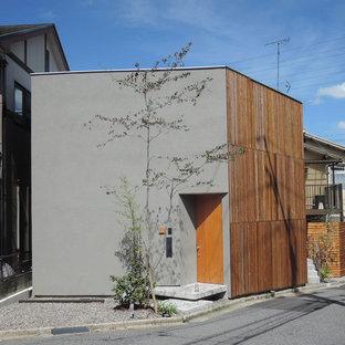京都のアジアンスタイルのおしゃれな家の外観 (混合材サイディング、グレーの外壁) の写真