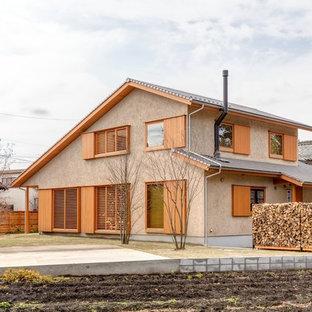 Modelo de fachada de casa marrón, asiática, de dos plantas, con tejado a dos aguas