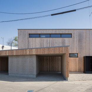 Modelo de fachada de casa marrón, moderna, con revestimiento de madera y tejado plano