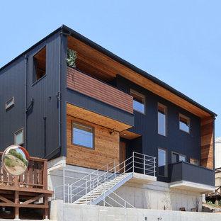 傾斜地を活用したラスティックハウス