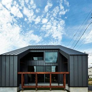 名古屋のおしゃれな家の外観 (黒い外壁) の写真