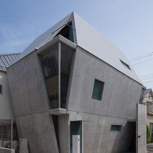 東京23区のコンテンポラリースタイルのおしゃれな三階建ての家 (コンクリートサイディング、グレーの外壁、戸建) の写真