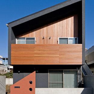 Modelo de fachada negra, moderna, de dos plantas, con tejado de un solo tendido