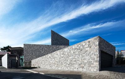 自然美と重厚感ただよう「石」をとりいれたクールな住宅7選