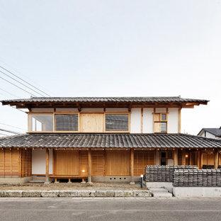 他の地域の和風のおしゃれな家の外観 (マルチカラーの外壁) の写真