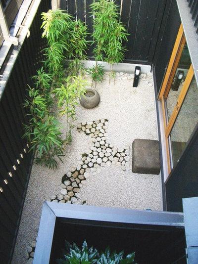トラディショナル 家の外観 by 酒井光憲・環境建築設計工房