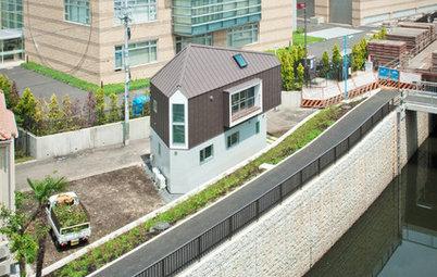Houzzツアー:川に寄り添うように立つ、風景とつながる小さな家