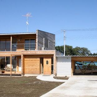 他の地域のカントリー風おしゃれな家の外観 (木材サイディング、茶色い外壁、片流れ屋根、戸建、金属屋根) の写真