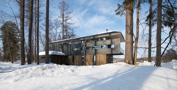 Modern Exterior by DAIDA DESIGN STUDIO