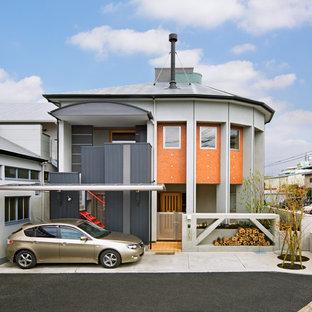 他の地域のコンテンポラリースタイルのおしゃれな一戸建ての家 (マルチカラーの外壁) の写真