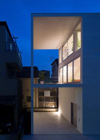 モダン 家の外観 by 山本卓郎建築設計事務所 TAKURO YAMAMOTO ARCHITECTS