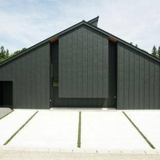 他の地域の中くらいのモダンスタイルのおしゃれな家の外観 (メタルサイディング、黒い外壁) の写真