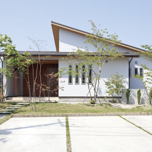 This is an example of a white and medium sized world-inspired detached house in Other with a lean-to roof.