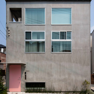 横浜の中くらいのモダンスタイルのおしゃれな二階建ての家 (コンクリートサイディング、グレーの外壁) の写真