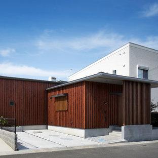 大阪の和風のおしゃれな陸屋根 (木材サイディング、茶色い外壁) の写真