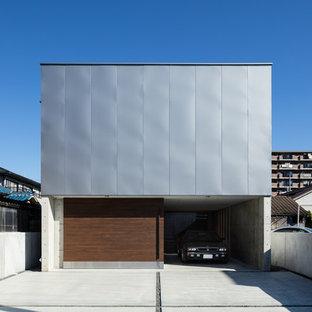 他の地域のモダンスタイルのおしゃれな家の外観 (グレーの外壁) の写真