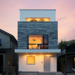 他の地域のおしゃれな家の外観 (混合材サイディング) の写真