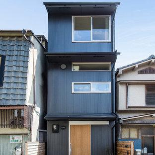 京都のモダンスタイルのおしゃれな小さい家 (黒い外壁) の写真