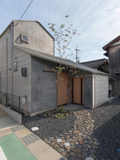 コンテンポラリー 家の外観 by 間工作舎/一級建築士事務所