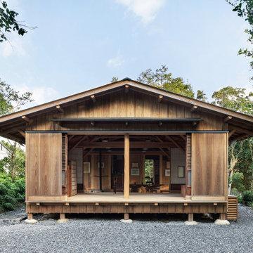 志摩の小庭 いかだ丸太の家