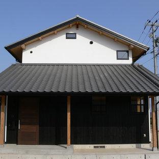 他の地域のアジアンスタイルのおしゃれな家の外観 (切妻屋根、戸建、瓦屋根) の写真