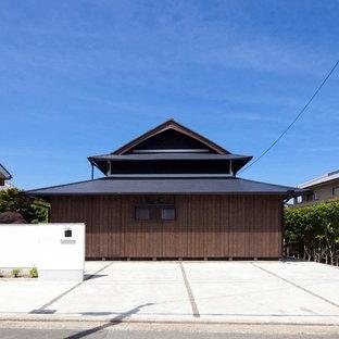 他の地域の和風のおしゃれな家の外観 (木材サイディング) の写真