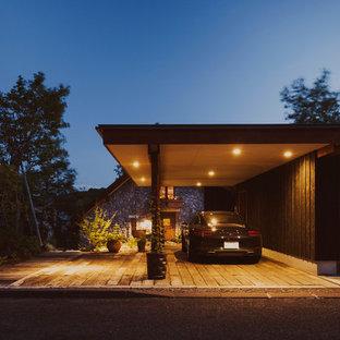 Imagen de fachada de casa escandinava, de tamaño medio, a niveles, con tejado a dos aguas