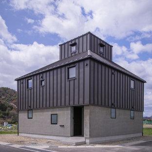 Ejemplo de fachada de casa negra, actual, con tejado de metal