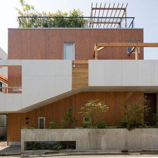 東京23区のアジアンスタイルのおしゃれな家の外観 (木材サイディング) の写真