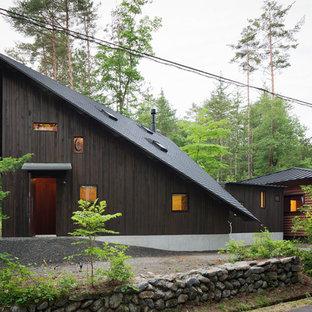 他の地域のコンテンポラリースタイルのおしゃれな家の外観 (木材サイディング、茶色い外壁、片流れ屋根、戸建) の写真
