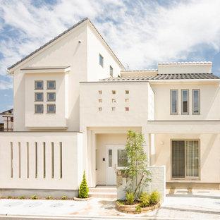 他の地域のコンテンポラリースタイルのおしゃれな家の外観 (コンクリートサイディング、切妻屋根、戸建、瓦屋根) の写真
