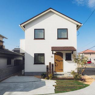 他の地域のカントリー風おしゃれな白い家 (切妻屋根、戸建) の写真