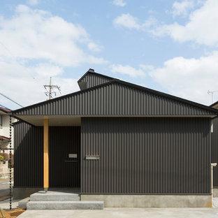 他の地域の北欧スタイルのおしゃれな家の外観 (黒い外壁) の写真