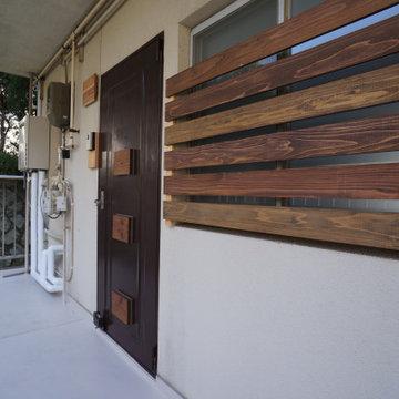 栗色塗装の杉板目隠し