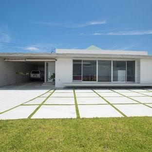 他の地域のコンテンポラリースタイルのおしゃれな白い家 (陸屋根) の写真