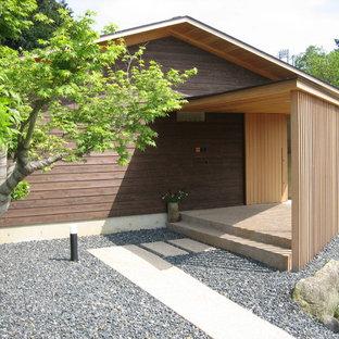 名古屋のアジアンスタイルのおしゃれな平屋 (茶色い外壁、切妻屋根、戸建) の写真