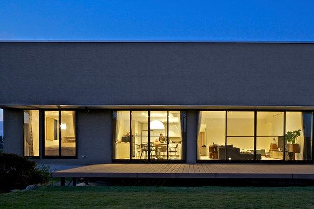 モダン 家の外観 by 株式会社JWA建築・都市設計 Jun Watanabe & Associates