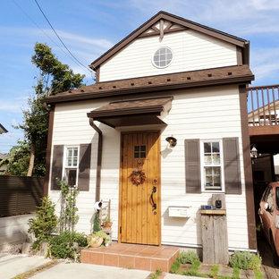 東京都下のカントリー風おしゃれな二階建ての家 (戸建) の写真
