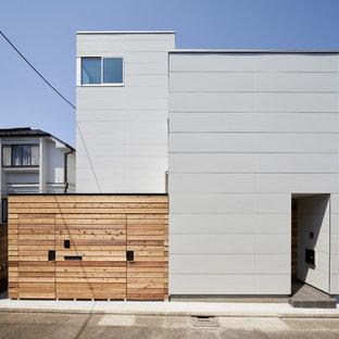 東京23区のコンテンポラリースタイルのおしゃれな二階建ての家 (混合材サイディング、グレーの外壁、陸屋根、戸建) の写真
