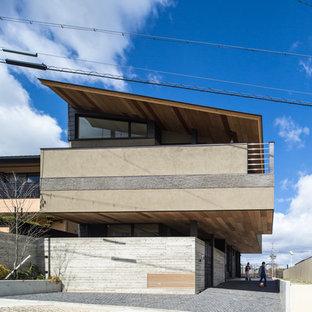 名古屋のコンテンポラリースタイルのおしゃれな二階建ての家 (混合材サイディング、茶色い外壁、片流れ屋根、戸建) の写真